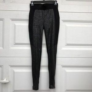 Black pattern leggings